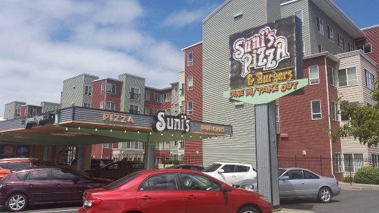 Shoreline, WA: Front of Sunis
