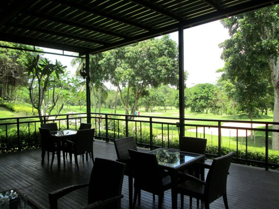 Ban Bueng, Thailand: Looking out to the 18th green
