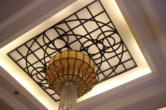 Vinpearl Da Nang Resort & Villas: Hotel Main Lobby  -  great Ceiling Light  . . .
