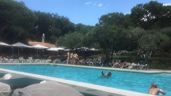 Hotel Playa Sol: Pool side.