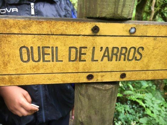 Asque, France: Petit coin préservé des touristes aux pieds des Pyrénées. Pas indiqué.  Très sympa, à l ombre. S