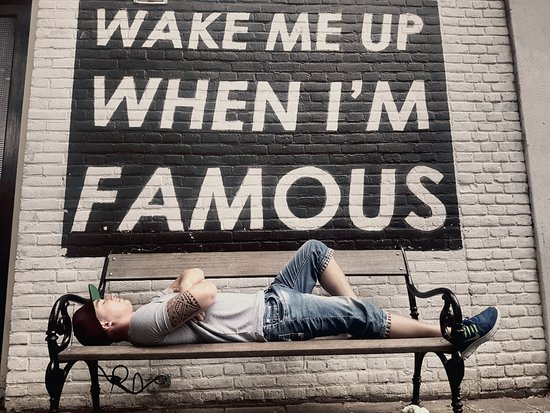 ‪Wake Me Up When I'm Famous Bench‬