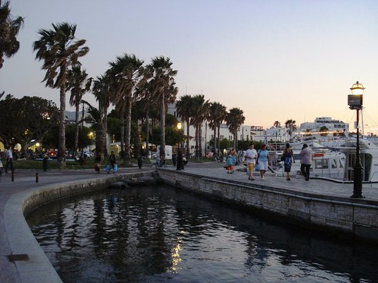 Eleftherias Square : Kos town at night