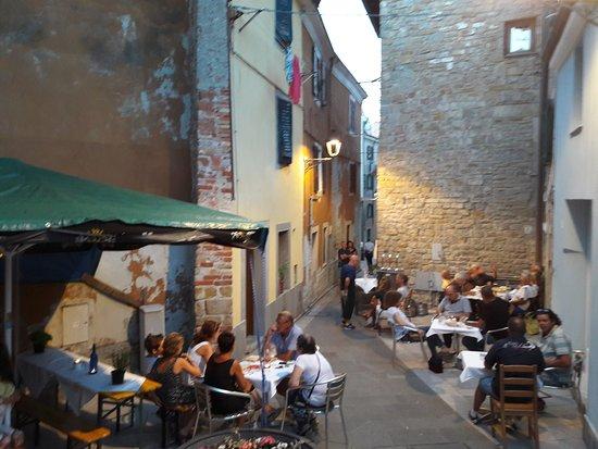 Muggia, Italia: Vineria La Contrada
