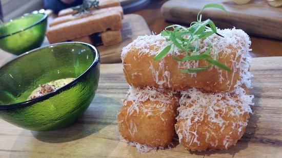 Coldstream, Australia: The delicious macaroni cheese croquettes