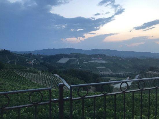 Serralunga d'Alba, Italien: photo2.jpg