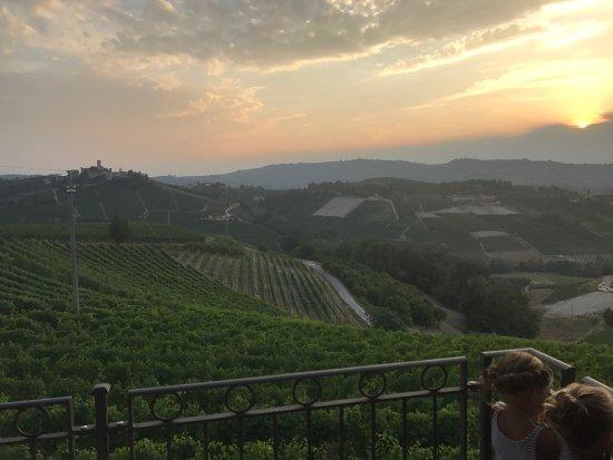 Serralunga d'Alba, Italien: photo4.jpg
