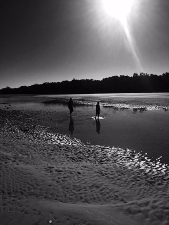 Moonee Beach, Australie : Tidal river is out. fun for kids