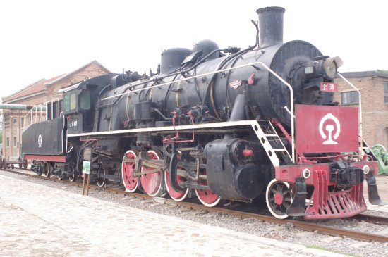 A locally built locomotive. There's a similar one near WeiFang rail station.