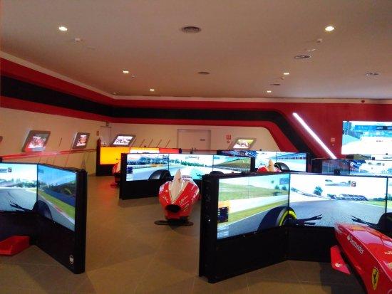 Vila Seca, Spain: Simulador de carrera, compite contra 7 contrincantes de los otros simuladores