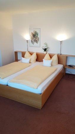 Oberkirch, Tyskland: Bett Zimmer 9