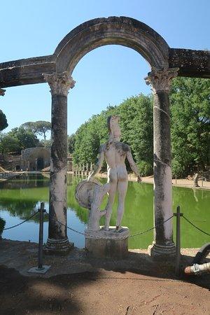 B&B Il Casale Dei Fiori: Villa Adriana