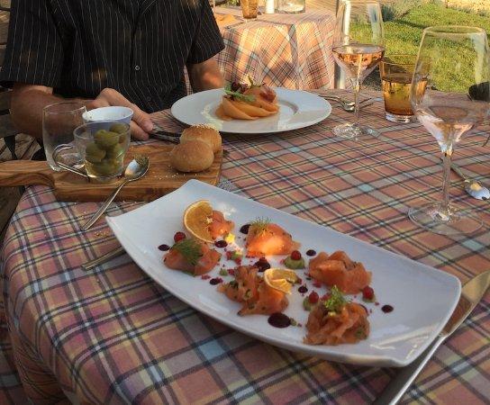 Гарга, Франция: Lachs und marinierte Melone zur Vorspeise / Autan Rosé