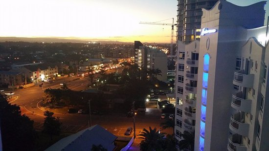 Burleigh Heads, ออสเตรเลีย: View from roof looking inland