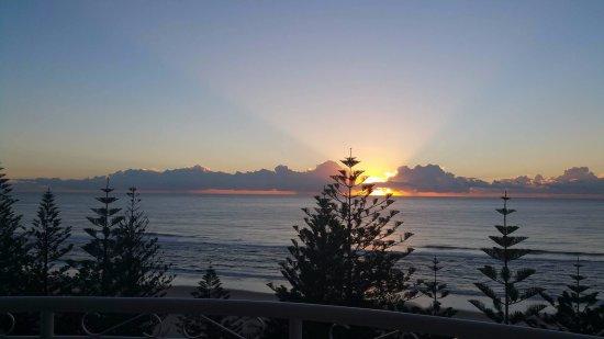 Burleigh Heads, ออสเตรเลีย: View of Burleigh Beach Sunrise, 10th floor