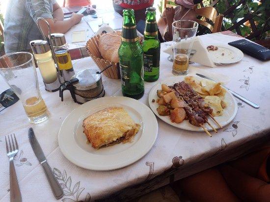 Lasithi Prefecture, Hellas: Moussaka et Souvlaki