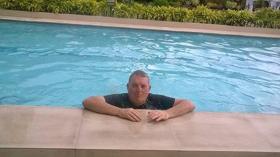 Hotel Tropika Davao: 6am dip..warm and clean