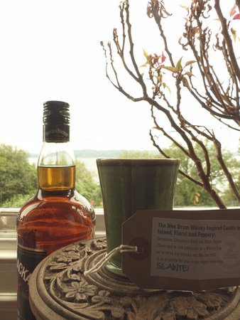 Zing Organics: The wee dram whiskey inspired candle-floral and peppery