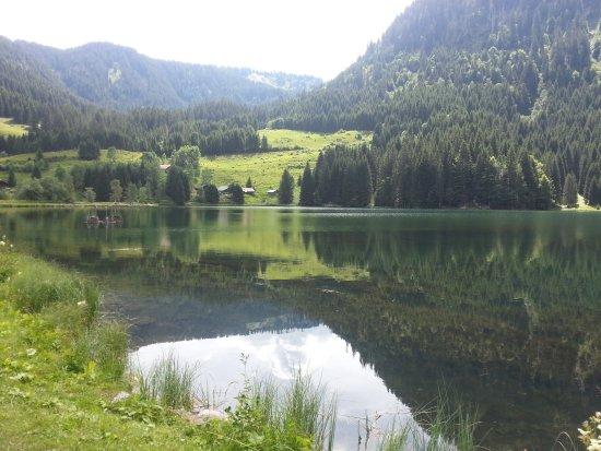 Abondance, Francja: vue du lac