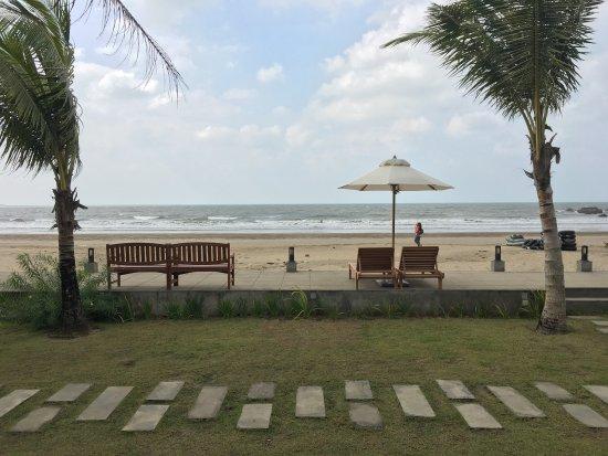 Chaungtha, Birmania: Bungalow with sea view @ Akariz Resort