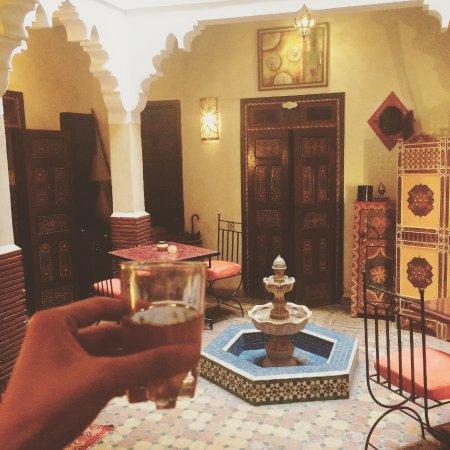 Riad Andalla: Welcome moroccan tea