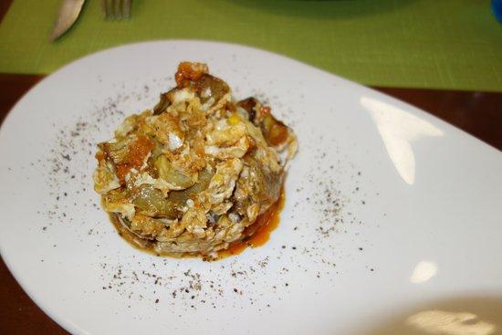 Lliria, Spanje: Las alcachofas con sobrasada y huevo.
