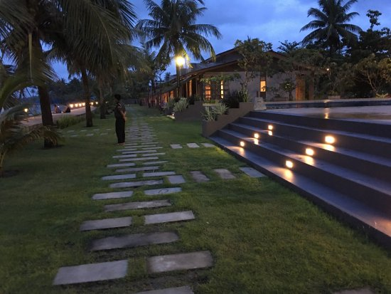 Chaungtha, Birmania: Family Suite & outdoor scene just beside of swimming pool