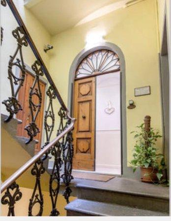 Porta ingresso al secondo piano - Picture of Soggiorno Pezzati ...