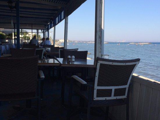 Mer Bleue Beach Restaurant : Mer Bleu, Oroklini