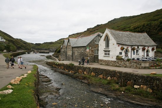 Boscastle, UK: Lovely little harbour and coastal walk.