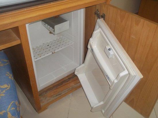El Mouradi El Menzah: mini refrigerateur cassé
