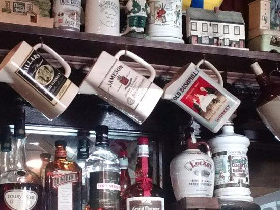Flynn's Irish Tavern: Bar Decor
