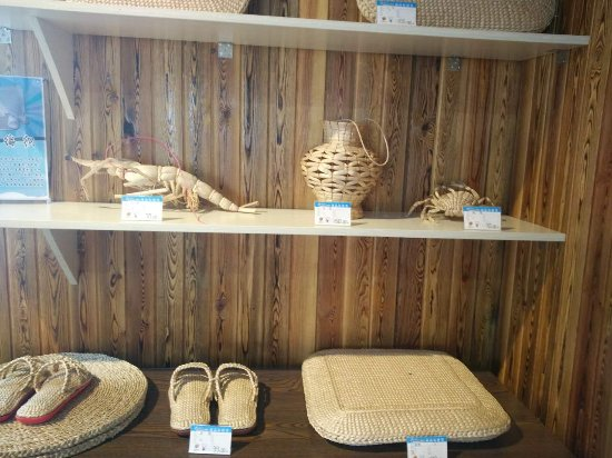 Honghai Beach Scenic Resort: crafts made from reeds