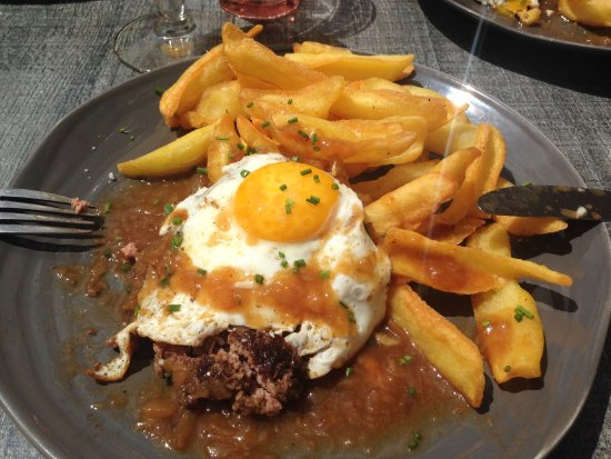 Aurillac, Fransa: Steak haché à cheval