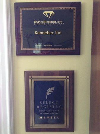 บาธ, เมน: While we were there new awards for the Kennebec Inn were added to the decor