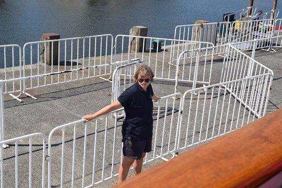 Bowness-on-Windermere, UK: The young lady who catches the ropes at Bowness, smile lady, god loves ya.