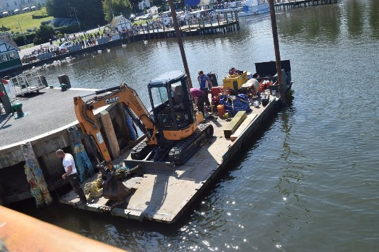 Bowness-on-Windermere, UK: Dredger and odd-jobs