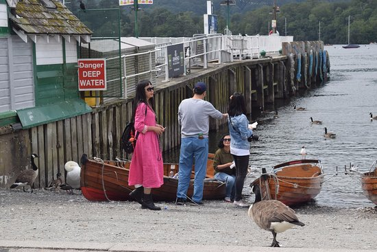 Bowness-on-Windermere, UK: Chinese lady with style