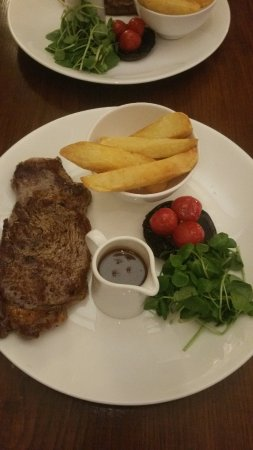Surbiton, UK: 10oz Sirloin Steak