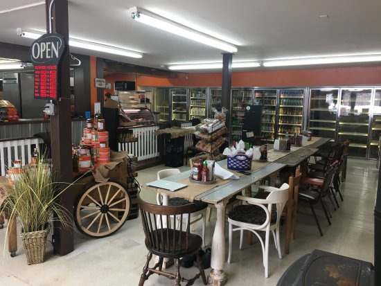 Niverville, NY: Casual county store feel with incredible gastronomy!