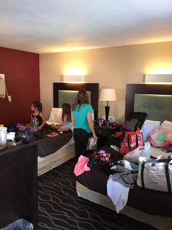 Cocoa Country Inn at Hershey: Tiny cramped room