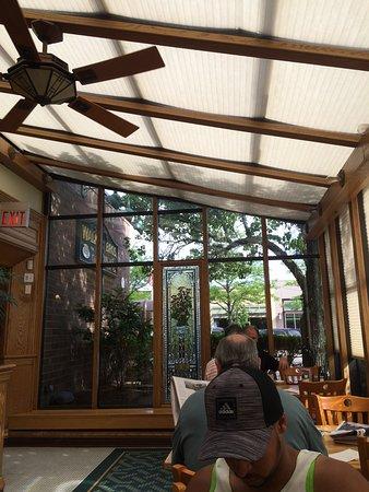 Highland Park, IL: Atrium