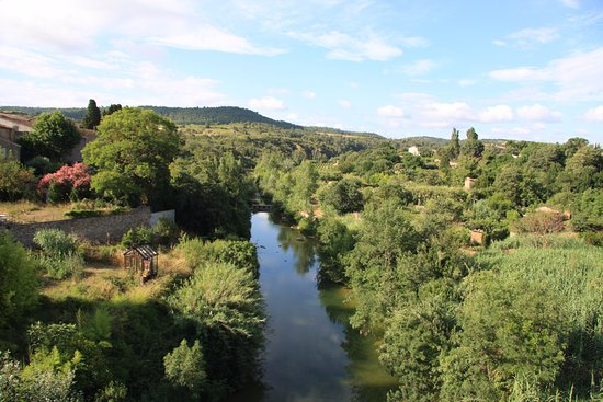Saint-Laurent-de-la-Cabrerisse, Frankrike: View from the bridge at Saint Laurent