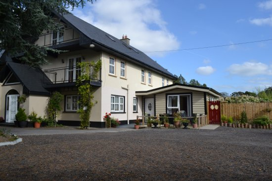 Entrance - Picture of Cedarwood House B & B, Castletown Geoghegan - Tripadvisor