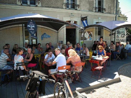 Brehemont, Frankrike: La terrasse en bord de Loire