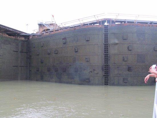 Panama Canal Tours: Miraflores Locks, Panama Canal