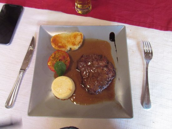 Saint-Christophe-sur-Dolaison, فرنسا: Bavette d'aloyau, sauce foie gras.