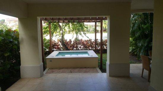 The Landings Resort & Spa: Private hot tub