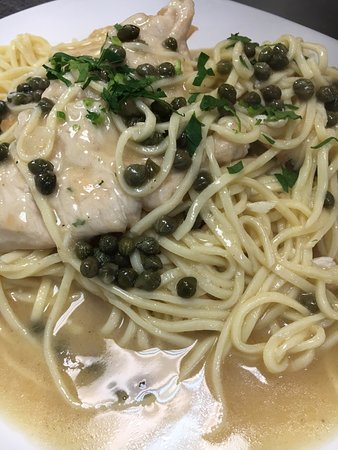 Mount Prospect, إلينوي: Chicken Piccata with Fresh Spaghette