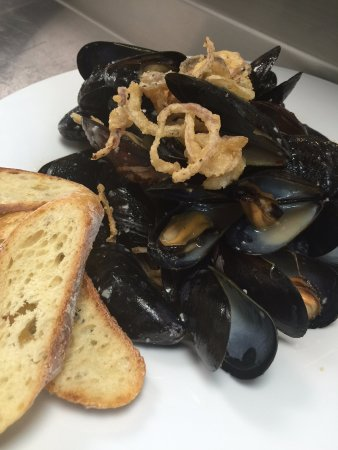 Mount Prospect, إلينوي: Mussels with Garlic White Wine and Fine Herbs